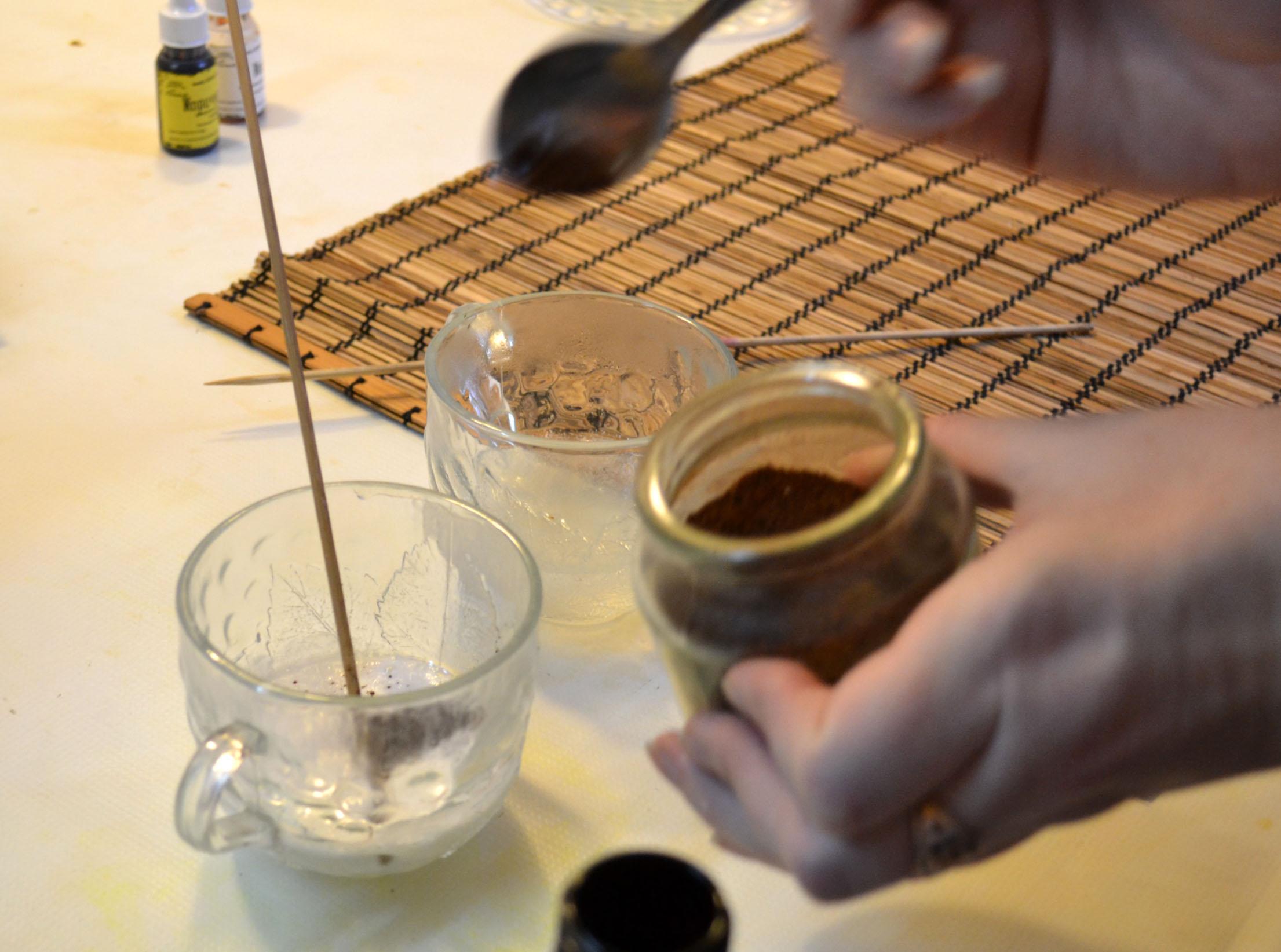 добавляем диоксид титана и кофе